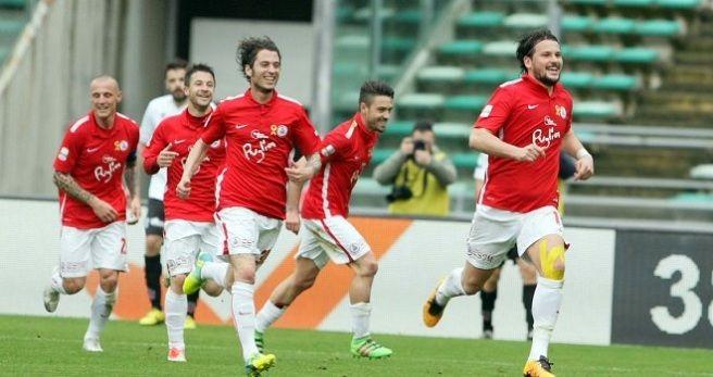 Duel în fruntea clasamentului din Serie B: FC Bari - Trapani